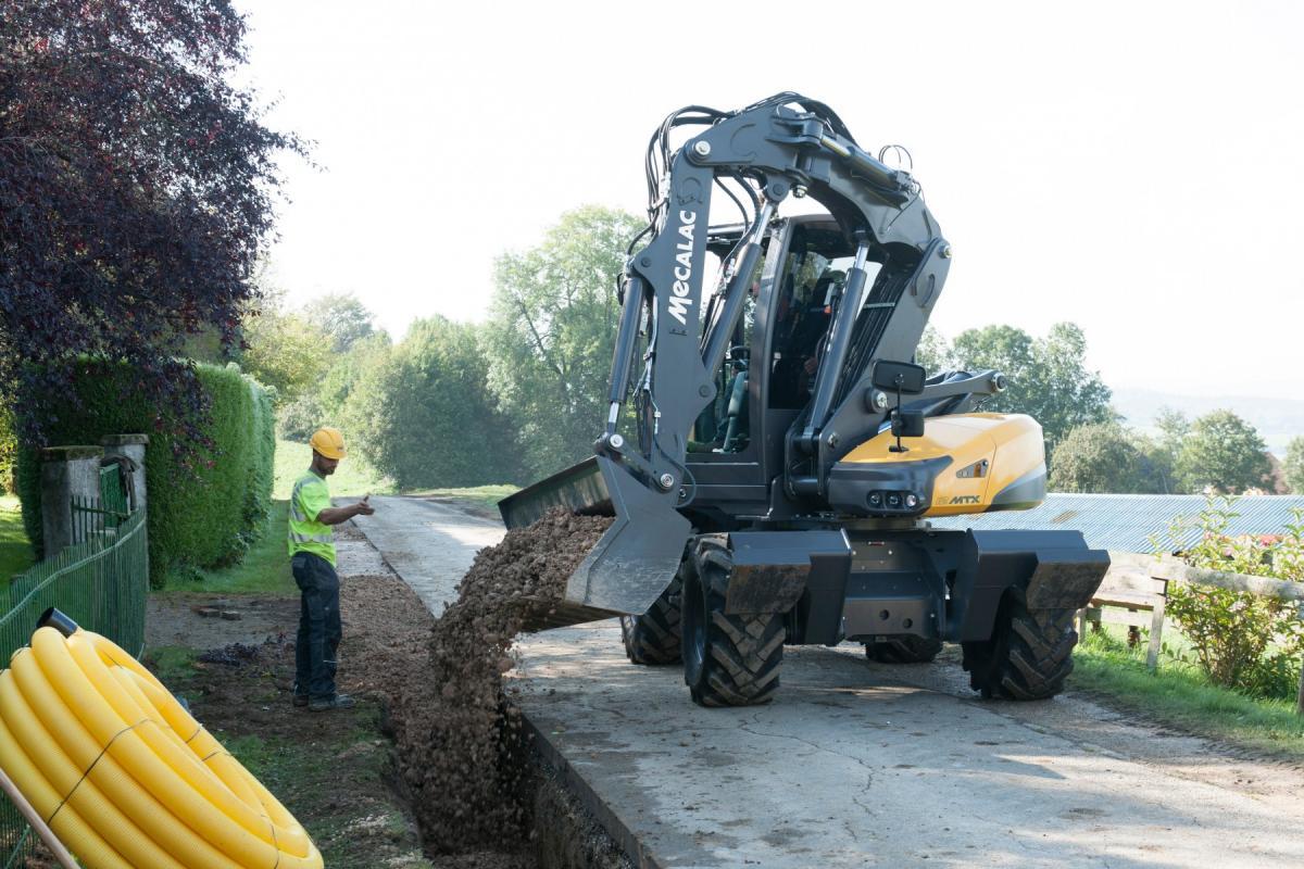 1420470944 mecalac excavator nouvelle12mxt 01