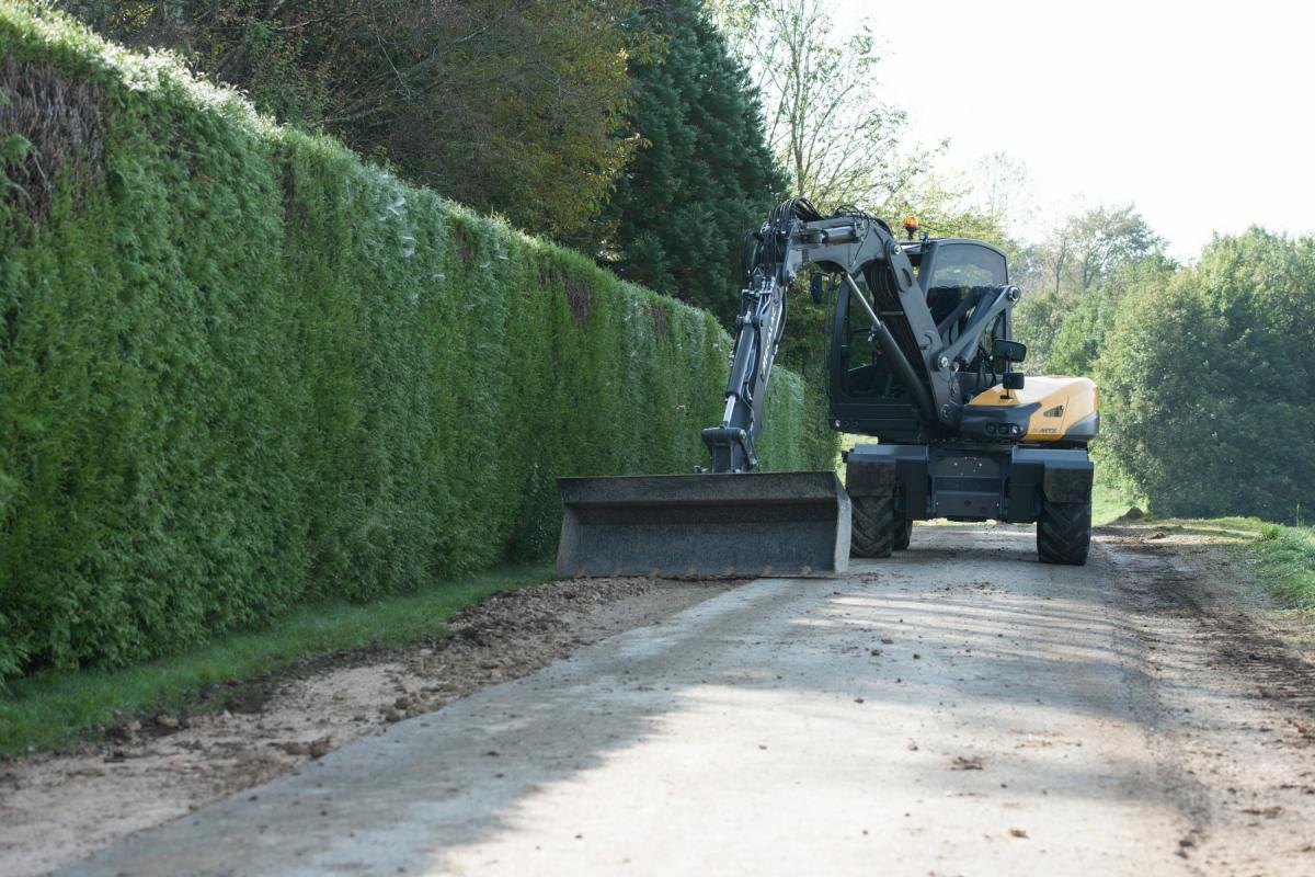 1420470947 mecalac excavator nouvelle12mxt 04